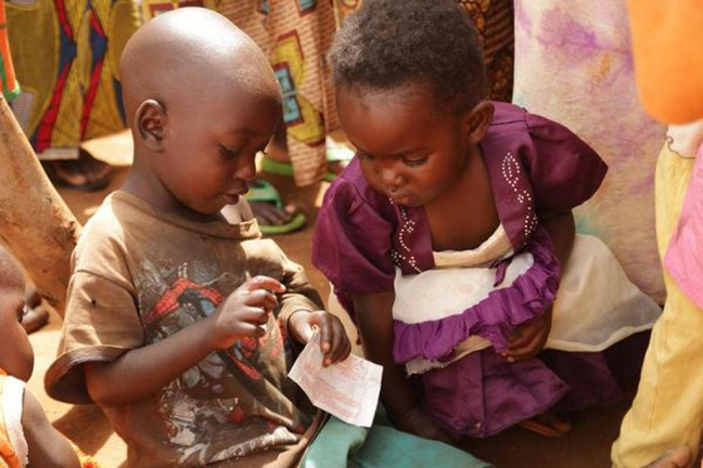 Two Burundian child refugees in Mahama refugee camp, Eastern Province, Rwanda Photo: UNICEF/NYHQ2015-1378/Pflanz