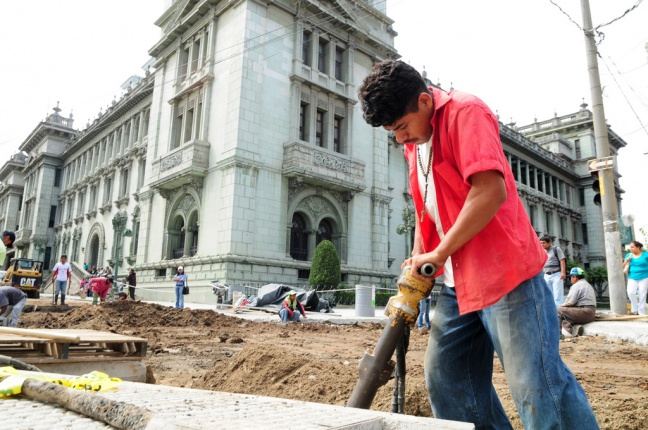 Public works project outside the National Palace, Guatemala City, Guatemala. Photo: World Bank/Maria Fleischmann