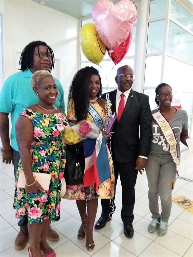 Alston Lourens (SCDF), Mrs. Gabrielle Marlin, Miss. St. Maarten; Shanice Powell, Prime Minister the Honorable William Marlin and Posh member Fabiana Richardson.
