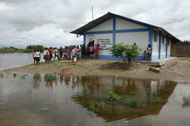 Resident shelter from floodwaters next to a rural education centre in Primavera, a rural community in Cura Mori District , 32 kilometres from the city of Piura, Peru. In the North Coast departments of the country, some 445 000 people – 59 per cent of affected households – are food insecure. Photo: UNICEF/Jose Vilca