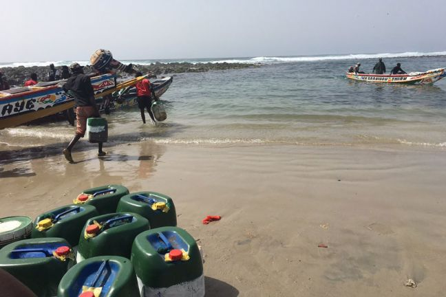 Fishermen in Yoff, Senegal prepare to take to the seas. UN General Assembly President Peter Thomson is currently on a visit to the country to meet with traditional fishing communities to discuss marine challenges ahead of a major conference on oceans. UN Photo