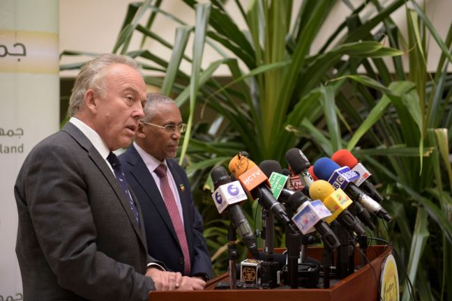 Michael Keating (left), UN Special Representative of the UN Secretary-General for Somalia, and Somaliland's Minister of Foreign Affairs and International Cooperation, Dr. Saad Ali Shire, speak to reporters at a press conference in Hargeisa, Somaliland. UN Photo/Tobin Jones