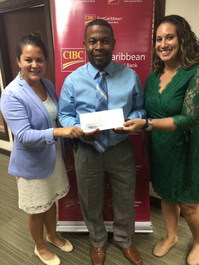 Alphons Gumbs, CIBC FirstCaribbean (center) with SXM Moot Court representatives, Emmely De Haan (left) and Nathalie Tackling (right).