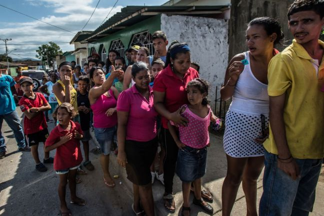 Shoppers wait in line for five hours to buy a ration of bread from a small bakery in Cumaná, Venezuela. Photo: Meridith Kohut/IRIN