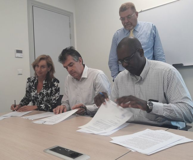 On the photo, moment of signing of the agreements by (fltr) Joka Blaauboer, chairman of the board of Saba Health Care Foundation, Ton Wassenaar, head of operations ZVK, (standing) mr. Angel Bermudez, head of ZVK and Gerard Berkel, director of St. Eustatius Health Care Foundation.
