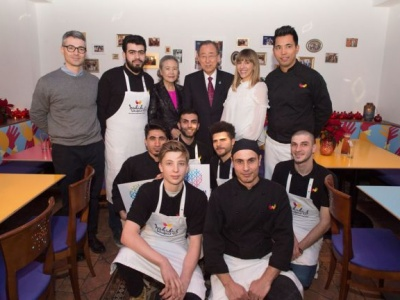 In Vienna, Ban visits fusion restaurant that exemplifies 'togetherness' of refugees and locals