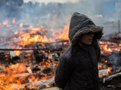 As fires burn through Calais 'Jungle,' UNICEF urges protection of children remaining in the camp