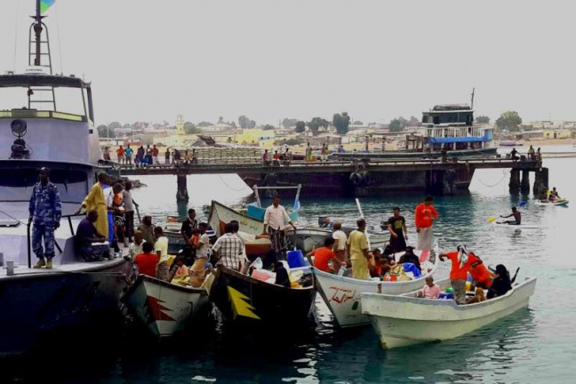 The Djibouti coastguard escorts boats carrying refugees from Yemen into the port of Obock. Photo: UNHCR/F. Van Damme