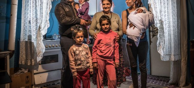 UNICEF/Ashley Gilbertson VII A family at home in a Roma settlement in Belgrade, Serbia (file)