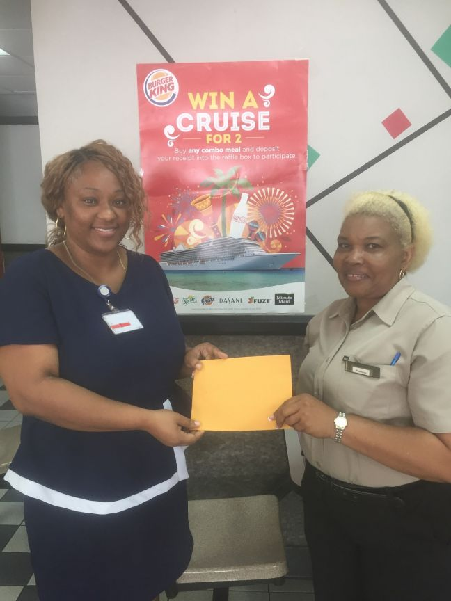 L to R: Winner Julieta Woods, and store manager Burger King Cole Bay.