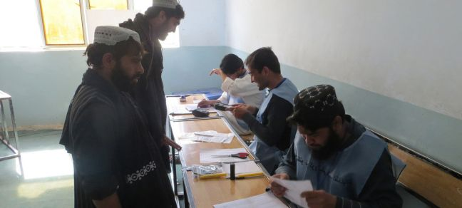 UNAMA / Mujeeb Rahman Hundreds of voters queued up at Sayed Jamaludin Afghan polling center in Ayno Mena, Kandahar for the Parliamentary Elections in Afghanistan. 27 October 2018.