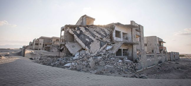 WFP/Mohammed Awadh Conflict-damaged homes on the edge of Aden, Yemen.