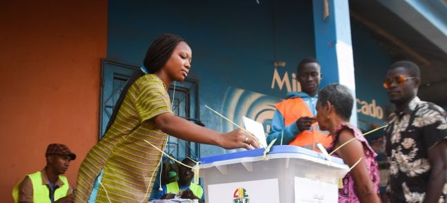 Alexandre Soares Young woman from Bissau votes in the legislative elections.