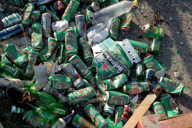 Councils call for deposits on cans and plastic bottles