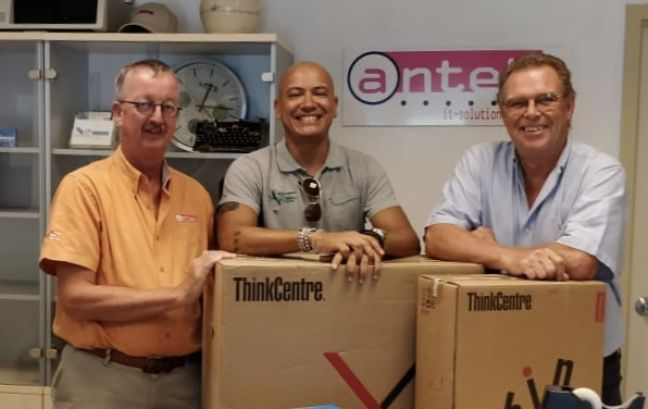Antek Manager Leo Ligthart (left in picture), Tadzio Bervoets and Binkie van Es.