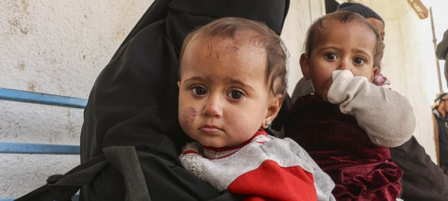 UNICEF/Hasen Nine-months-old twins, together with their mother and two siblings, fled violence in Susa village in northeastern Syria. The family made an arduous journey to Al-Hol camp (January 2019).