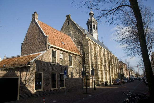 One of Alkmaar's several churches. Photo: By Txllxt via Wikimedia Commons