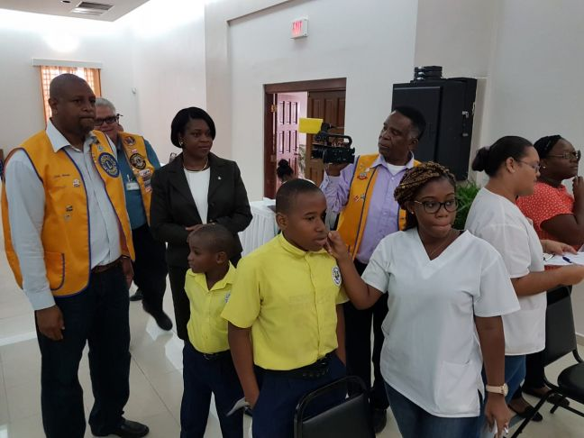L to R – Lion Davey Woods, Lion Claudius Buncamper, Prime Minister Leona Romeo Marlin & Lion Elton Richardson along with Students and Volunteers at the Eye Screening Project.