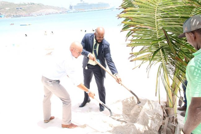 L to R: Nature Foundation Director Tadzio Bervoets and Minister of VROMI Miklos Giterson planting a tree. (DCOMM Photo)