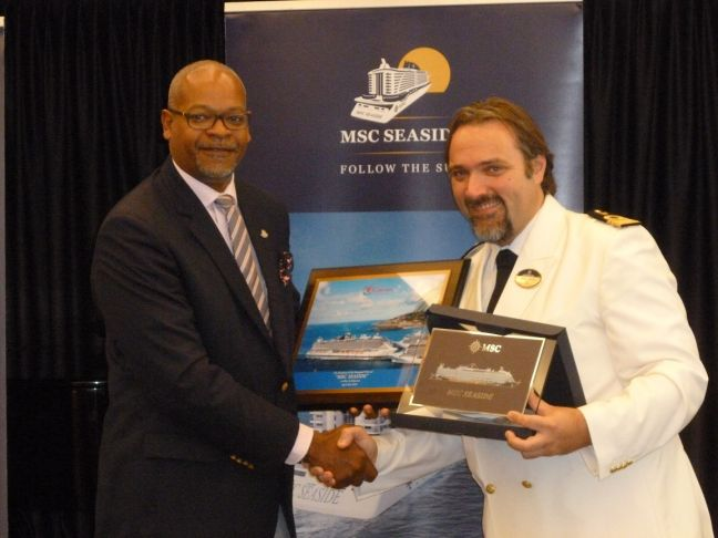 Minister Cornelius de Weever (left) presenting the MSC Seaside Captain Marco Massa (right) with the traditional plaque exchange.