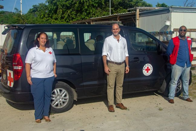 Head of the Office of Dutch Representation on Sint Maarten Chris Johnson (c) flanked by two Red Cross representatives.