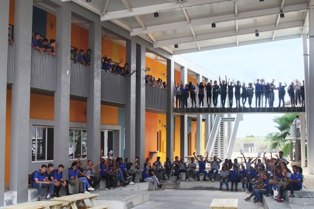 The pupils of the Liseo Boneriano at their new school building.