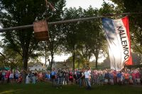 The pole and box containing the cockerel are raised into the sky. Photo: Reyer Boxem/Hollandse Hoogte