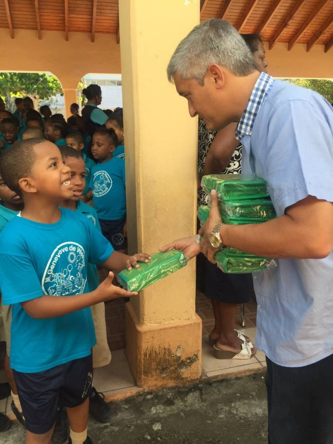MP Theo Heyliger sharing out pencil cases. (Photo contributed)