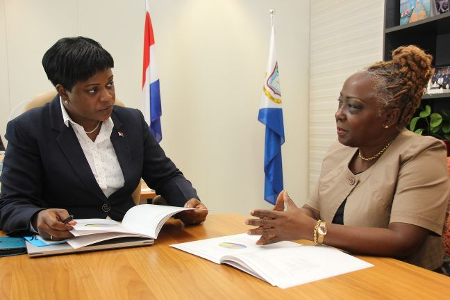 Prime Minister Leona Romeo-Marlin and Ombudsman Nilda Arduin discussing the Ombudsman Year Report 2017.