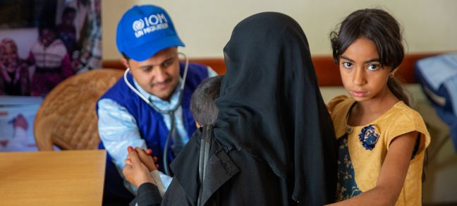 IOM/Olivia Headon A young child is attended to by an IOM worker in Yemem. IOM are providing lifesaving health care to conflict affected communities, displaced people and migrants in Yemen, while strengthening public health facilities.