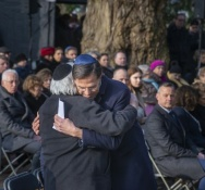 On Holocaust Memorial Day, Dutch PM apologises for government role during WWII