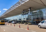 Schiphol airport considers fees for dropping off passengers