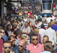 Dutch economy grows faster than forecast, households have more to spend