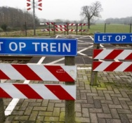 Man dies on unmanned railway level crossing in Groningen